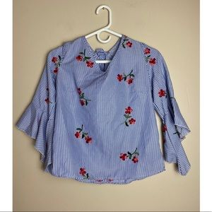 Flores Medium Embroidered bell sleeves blouse